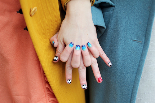colorful zigzag nails