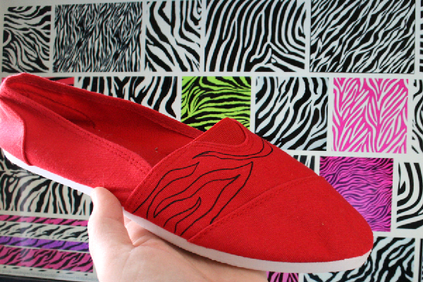 Shoe Makeover: Zebra Striped Classic Canvas Kicks Craft momspark.net