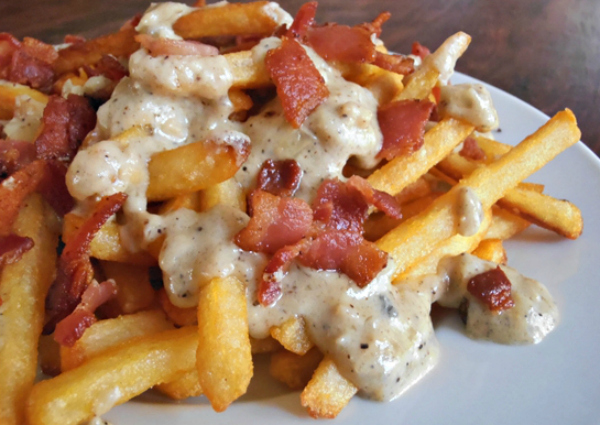 Crispy Fries with Bacon and Blue Cheese Sauce Recipe