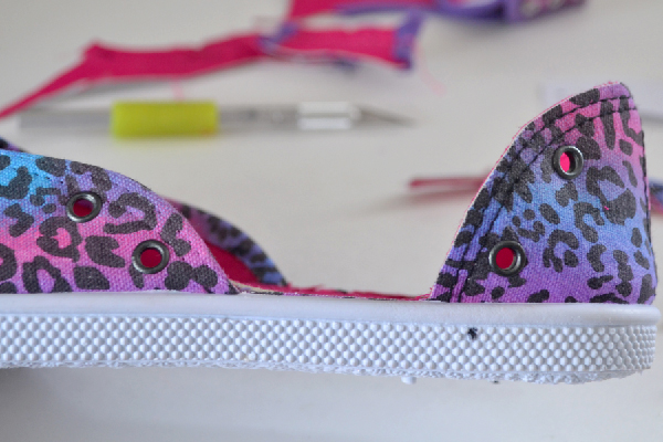 Shoe Makeover: Tennies to Laced Up Flats MomSpark.net