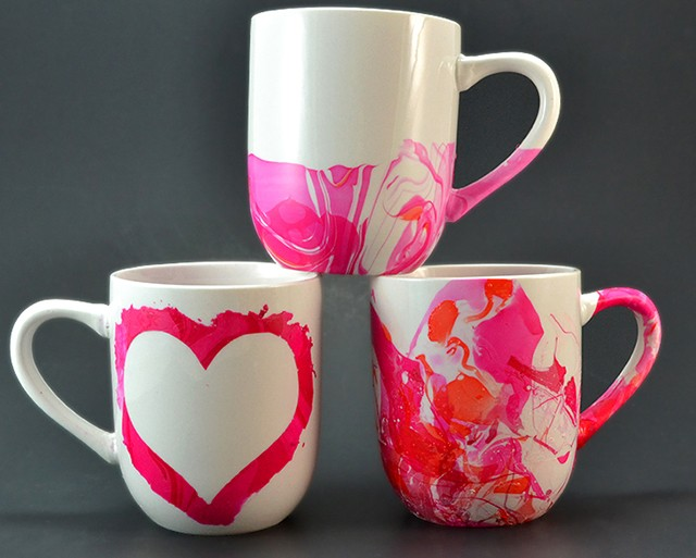 Know somebody who LOVES their coffee? Make them a fun, marbled mug easy as you please to enjoy their morning brew!