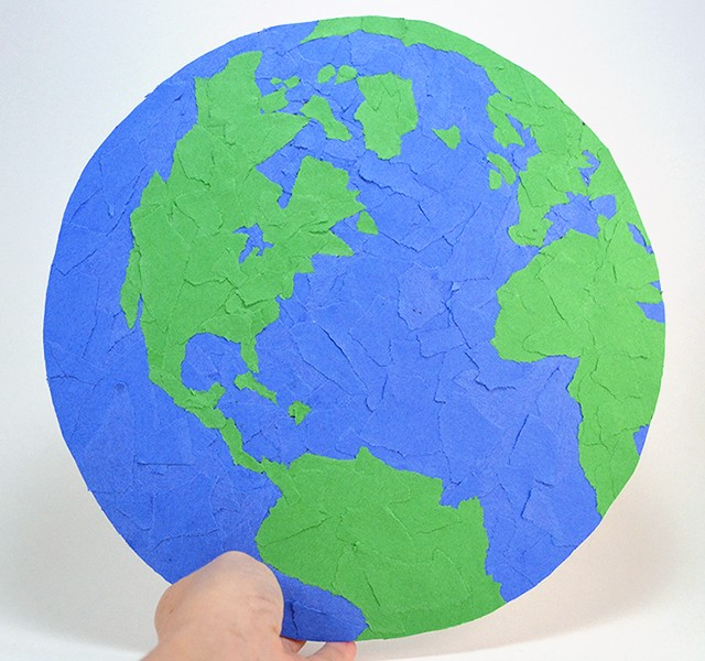 For Earth Day dust off those construction paper scraps and make a recycled Earth. It's perfect to hang on a wall and fun decoration!