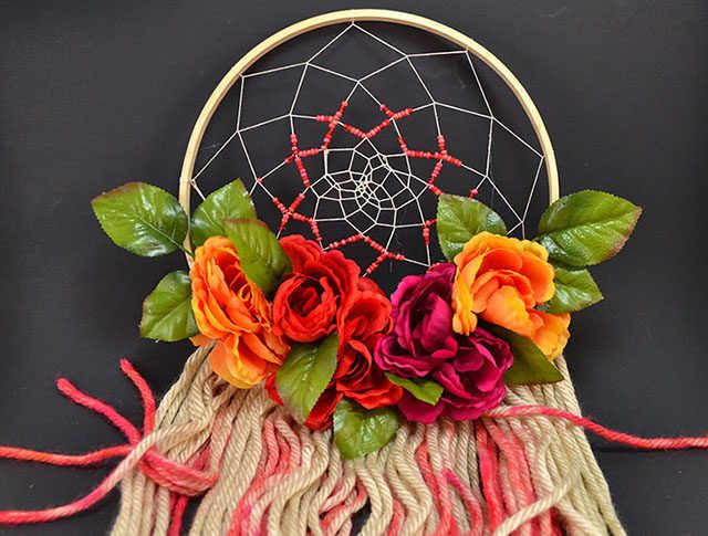 Want to add a little Bohemian chic to your walls? Make a floral dreamcatcher!
