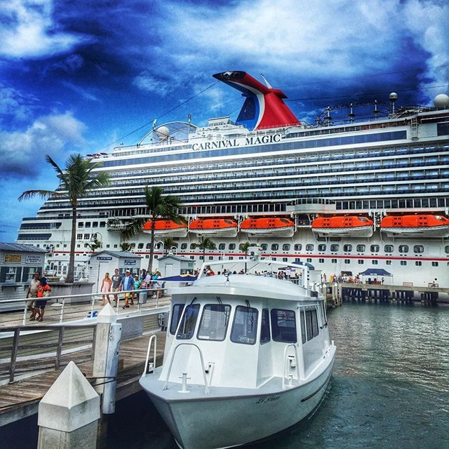 10 Reasons Why Carnival Cruise Line Rocks