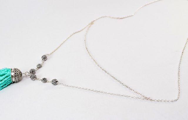 This beaded tassel necklace is super simple to make and will perfectly accompany any boho outfit!
