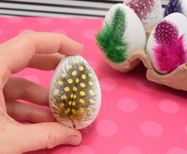 These simple feather Easter eggs are so simple to make but the perfect compliment to any boho Easter basket!