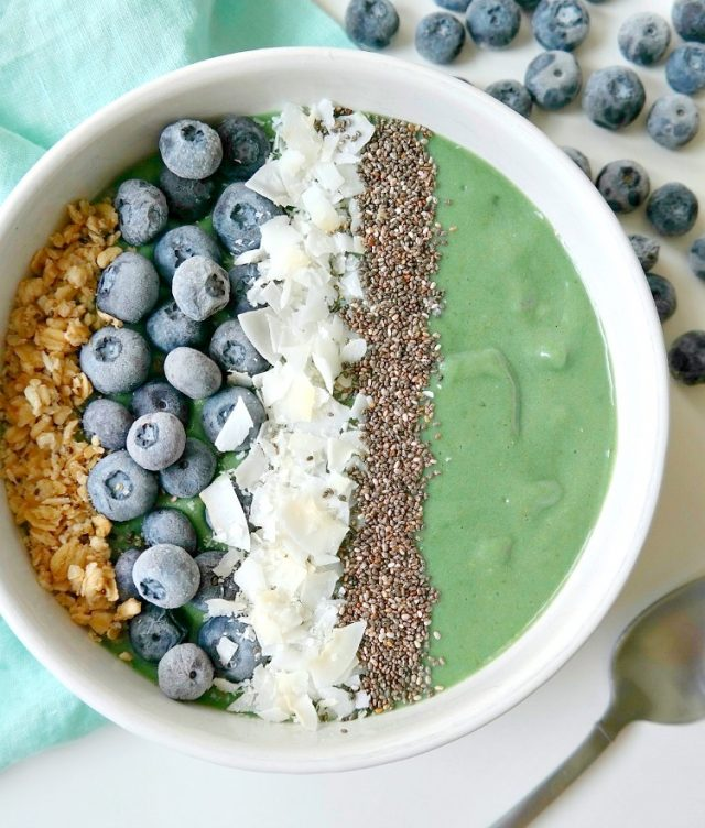 Mermaid Smoothie Bowl Recipe - Mermaid parties are all the rage right now. I love putting together a fun, undersea party for the mermaid lovers in my life. Here are 10 mermaid recipes you have to make for your next mermaid party.