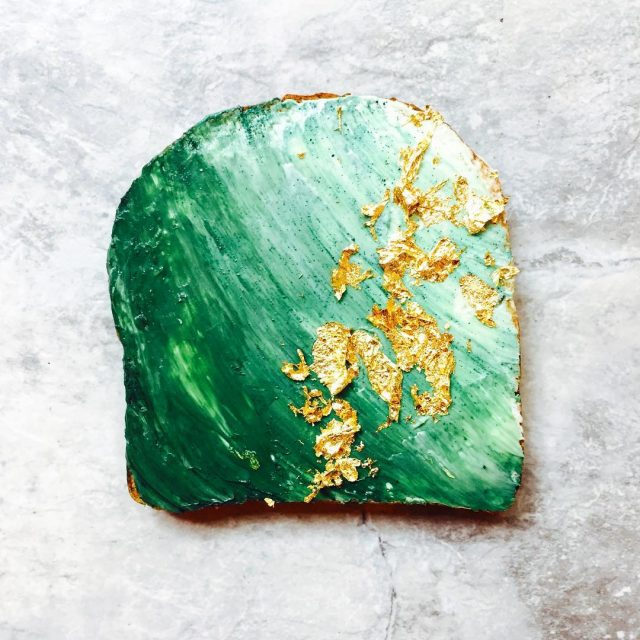 Mermaid Toast Recipe - Mermaid parties are all the rage right now. I love putting together a fun, undersea party for the mermaid lovers in my life. Here are 10 mermaid recipes you have to make for your next mermaid party.