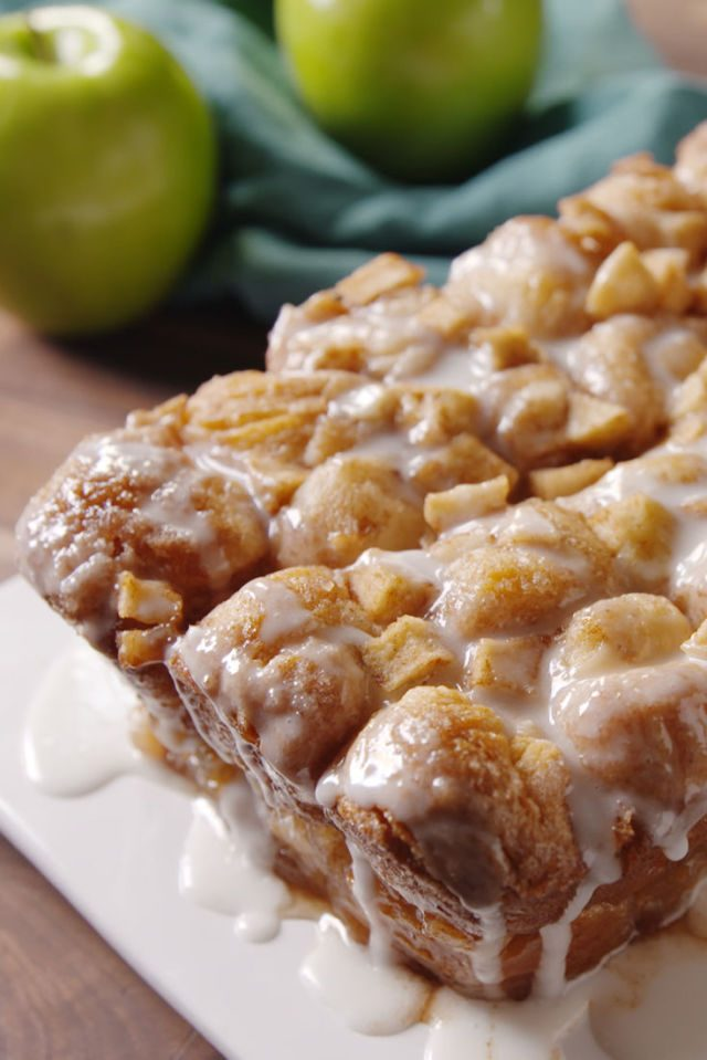 It's officially apple-picking season. Here are 20 awesome apple recipes to make this fall with all of your apples! -  Apple Fritter Monkey Bread