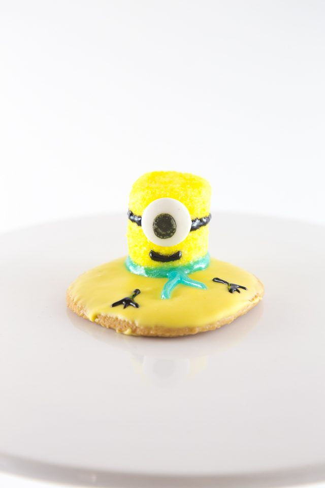I didn't invent the whole concept of the cookies, I just took a Melted Snowman cookie, and adapted it for Minions.